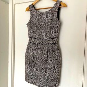 REVIEW lace patterned wiggle dress wth pockets!!
